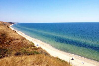 na-poberezhe-azovskogo-morya-razvivaetsya-kurort-unasledovavshij-ottenki-greczii-foto.jpg