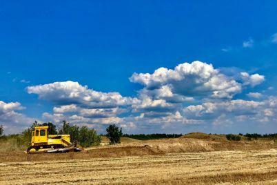 na-raskopkah-mamaj-gory-zarabotal-buldozer-chto-uzhe-udalos-najti-arheologam-foto.jpg