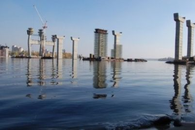 na-sajte-obuyavlenij-prodayut-konstrukczii-zaporozhskih-nedostroennyh-mostov-foto.jpg