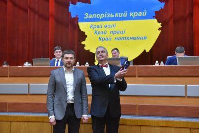na-sessii-zaporozhskogo-oblsoveta-vruchili-nagrady-i-gramoty-foto.jpg