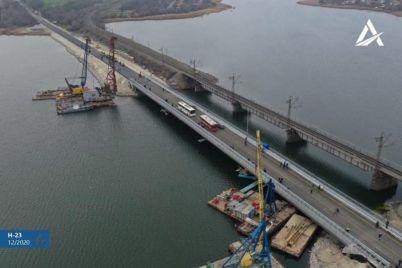 na-trasse-kropivniczkij-zaporozhe-vosstanovili-razrushennyj-most-video.jpg