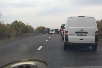 na-trasse-pod-zaporozhem-perevernulsya-mercedes-sprinter-u-mikroavtobusa-lopnulo-koleso-fotofakt.jpg