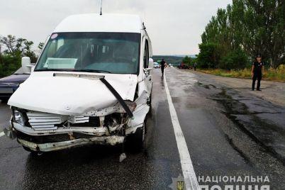 na-trasse-pod-zaporozhem-stolknulis-ford-i-marshrutka-postradalo-12-lyudej-1.jpg