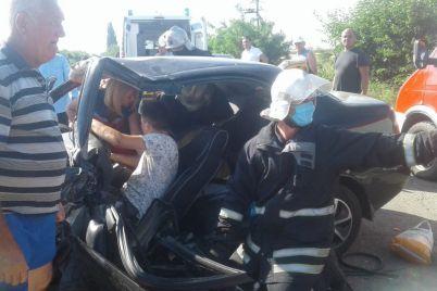 na-trasse-v-zaporozhskoj-oblasti-lob-v-lob-stolknulis-avtomobili-postradali-chetvero-detej.jpg