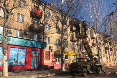 na-uliczah-melitopolya-stalo-bolshe-novogodnej-illyuminaczii-foto.jpg