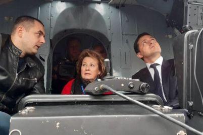 na-vystavke-v-kieve-zelenskomu-prezentovali-3d-radar-i-vertolet-dlya-vsu-zaporozhskogo-proizvodstva.jpg