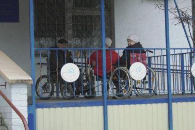 na-zaporizhzhi-pensioner-vipav-z-vikna-geriatrichnogo-pansionatu.jpg