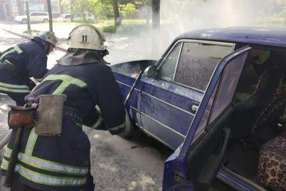 na-zaporizhzhi-ryatuvalniki-likviduvali-zagoryannya-legkovogo-avtomobilya-foto.jpg