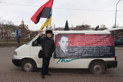 na-zaporizhzhi-svyatkuvali-den-narodzhennya-stepana-banderi-foto.jpg