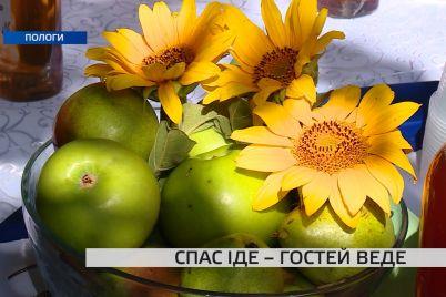 na-zaporizhzhi-vidbuvsya-tradiczijnij-spasivskij-yarmarok-shho-mozhna-bulo-pobachiti-ta-skushtuvati.jpg