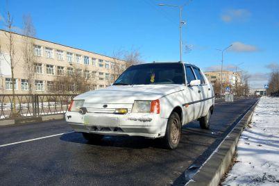 na-zaporizhzhi-vodij-na-shvidkosti-zbiv-dityachij-vizochok-z-nemovlyam-foto.jpg