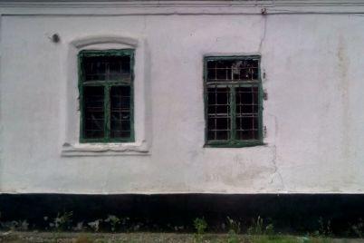 na-zaporizhzhi-z-molotka-pide-budivlya-19-storichchya-z-pribudovami-foto.jpg