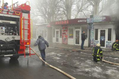 na-zaporizhzhi-zagorilisya-odrazu-dekilka-kioskiv-foto.jpg