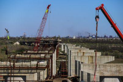 na-zaporozhskie-mosty-vydeleno-27-milliarda-chto-sejchas-proihodit-strojploshhadke-fotoreportazh.jpg