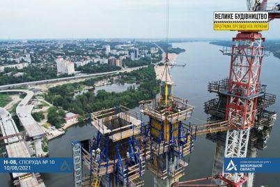 na-zaporozhskih-mostah-betoniruyut-pilony-na-samoj-vysokoj-tochke-ukrainy-foto.jpg