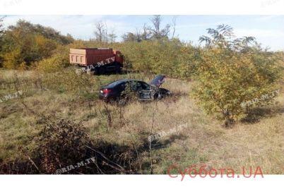 na-zaporozhskoj-trasse-legkovushka-vrezalas-v-gruzovik-podrobnosti-foto.jpg