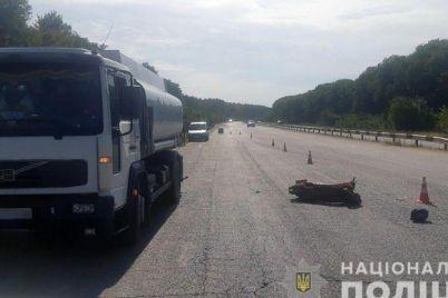 na-zaporozhskoj-trasse-proizoshlo-smertelnoe-dtp-policziya-razyskivaet-svidetelej.jpg