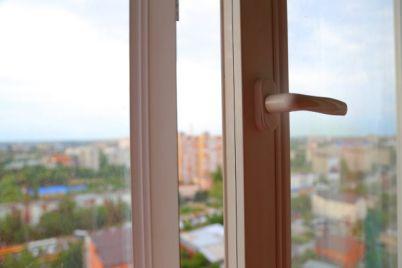 na-zaporozhskom-kurorte-iz-okna-tretego-etazha-vypal-rebenok.jpg