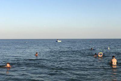 na-zaporozhskom-kurorte-pod-vodoj-propal-turist-foto.jpg