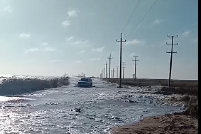 na-zaporozhskom-kurorte-zatopilo-dorogu-i-plyazhi-video.png