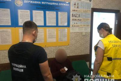 na-zaporozhskom-rynke-vyyavili-nelegala.jpg