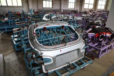na-zaze-budut-sobirat-avtomobili-transformery.jpg