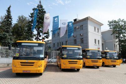 na-zaze-naladili-vypusk-shkolnyh-avtobusov-foto.jpg