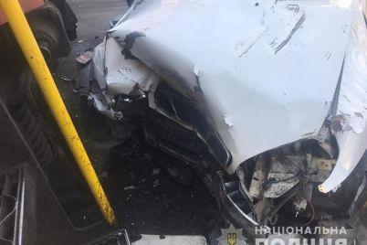 na-zheleznodorozhnom-pereezde-v-zaporozhe-daewoo-stolknulsya-s-lokomotivom-voditel-pogib.jpg