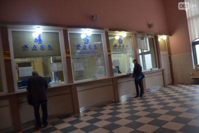 na-zheleznodorozhnom-vokzale-zaporozhe-1-zarabotala-kassa.jpg