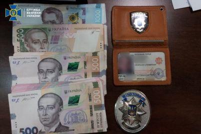 nachalnika-upravleniya-policzii-zaderzhali-na-vzyatke-v-30-tysyach-v-zaporozhskoj-oblasti-foto.jpg