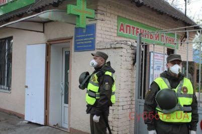 naczgvardiya-i-naczpolicziya-vzyala-pod-ohranu-zaporozhskuyu-bolniczu-foto.jpg