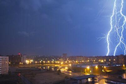 nadvigaetsya-shtorm-v-zaporozhe-ozhidayutsya-shkvaly-i-grozy.jpg