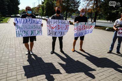 nalivajki-ubivayut-zaporozhe-pod-meriej-sostoyalsya-miting-foto.jpg