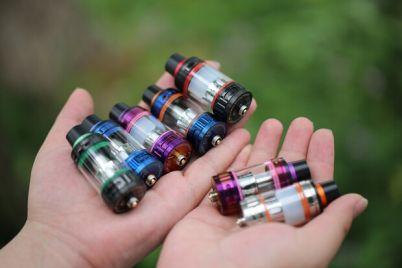 naparilis-i-hvatit-v-ukraine-zapretili-prodavat-elektronnye-sigarety-nesovershennoletnim.jpg