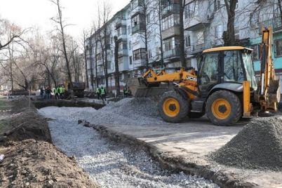 navodyat-poryadok-v-zaporozhe-blagoustraivayut-territoriyu-vozle-allei-roz.jpg