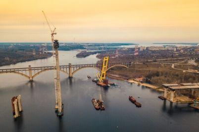ne-podplyt-lodkam-zapretili-podhodit-k-novym-zaporozhskim-mostam.jpg