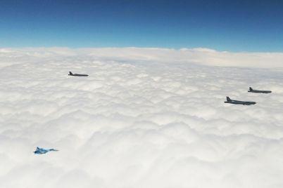 nebo-nad-zaporozhskoj-oblastyu-patrulirovali-amerikanskie-strategicheskie-bombardirovshhiki-foto.jpg