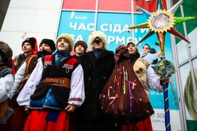 nechistaya-sila-protiv-kazakov-na-uliczah-zaporozhya-pokazyvali-rozhdestvenskij-vertep-foto-video.jpg