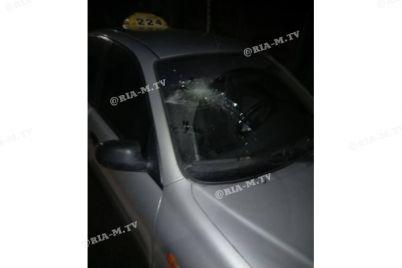 nedovolnyj-passazhir-razbil-taksi-bitoj-v-zaporozhskoj-oblasti-foto.jpg