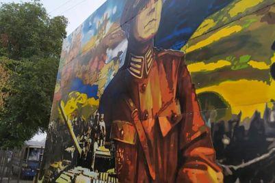 neobychno-v-gorode-poyavilsya-novyj-mural-s-generalom-unr-1.jpg
