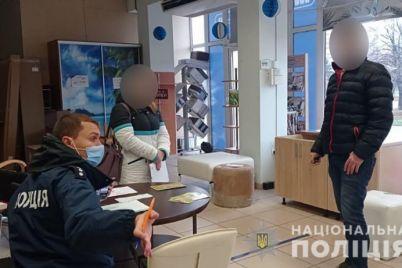 nesmotrya-na-zapret-v-zaporozhe-na-vyhodnyh-rabotali-kafe-i-magaziny.jpg