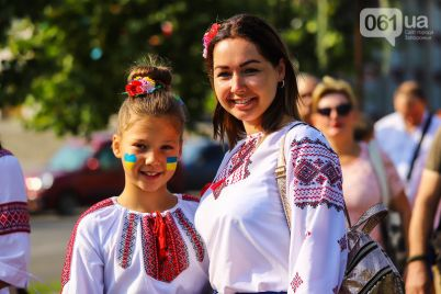 nezavisimost-i-nikakih-kompromissov-v-zaporozhe-sostoyalsya-massovyj-marsh-svobody-foto.jpg