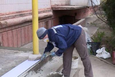 nezvazhayuchi-na-karantin-v-zaporizhzhi-komunalniki-provodyat-potochni-remonti.jpg