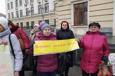 ni-chornobilyu-zaporizczi-zibralisya-bilya-budivli-miskradi-foto.jpg