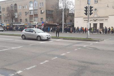ni-edinoj-marshrutki-tolko-soczialnyj-transport-transportnyj-kollaps-v-zaporozhe-foto-video.jpg