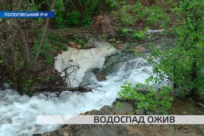 nikto-ne-znaet-kak-nadolgo-v-zaporozhskom-sele-ozhil-vodopad-video.jpg