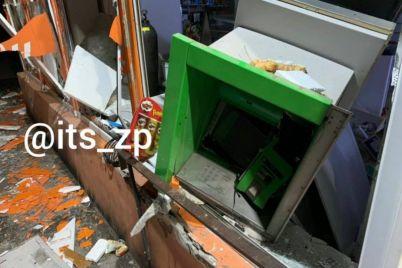 nochyu-v-zaporozhe-razvorotili-bankomat.jpg
