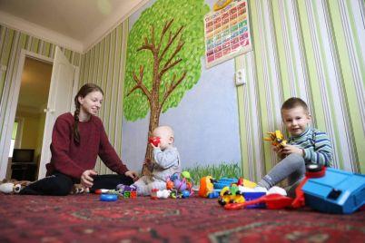 novyj-god-v-svoej-kvartire-23-letnyaya-mama-dvoih-detej-iz-zaporozhya-poluchila-kvartiru-ot-gorodskih-vlastej-foto.jpg