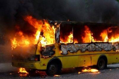 nu-i-nu-v-czentre-goroda-vspyhnul-avtobus-s-passazhirami-video.jpg