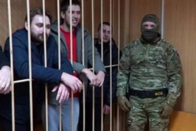 obmen-plennymi-ukrainskih-moryakov-vyvezli-iz-tyurmy-video.png